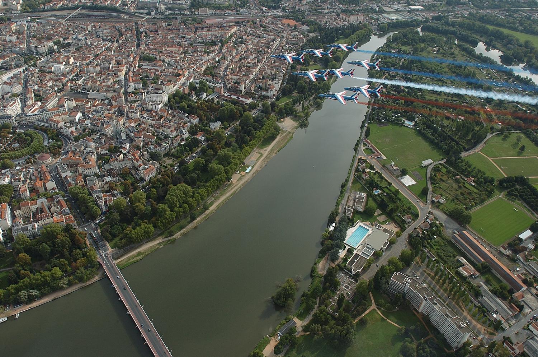 Le pont de Bellerive et l'ancien stade nautique